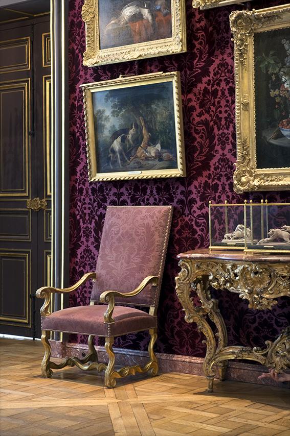 Console rocaille (XVIIIe siècle), fauteuil garni, Carole, nature morte aux champignons de François Desportes (1661-1743). Musée de la Chasse et de la Nature. 2012