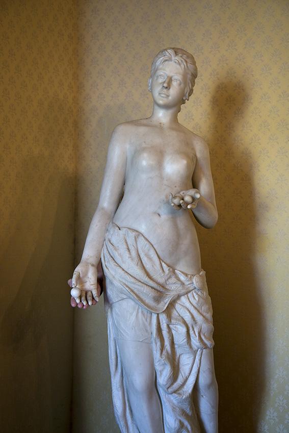 Escultura em mármore branco do Conde Artur de Gobineau (1816-1880), diplomata francês, escritor e amigo do Imperador Dom Pedro II, Françoise. Museu Imperial/Ibram/MinC/2015