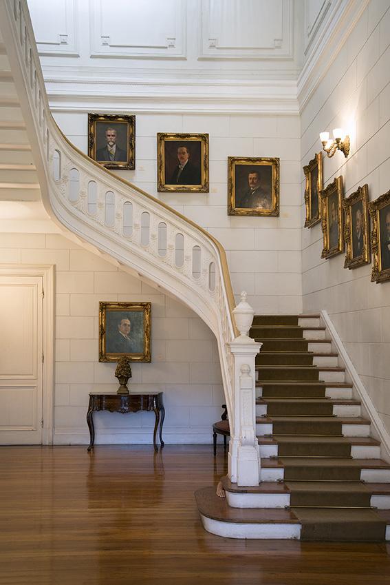 Galeria de retratos dos presidentes da República Federativa do Brasil, Ada, console do século XIX. Palácio Rio Negro/Ibram/MinC/2015