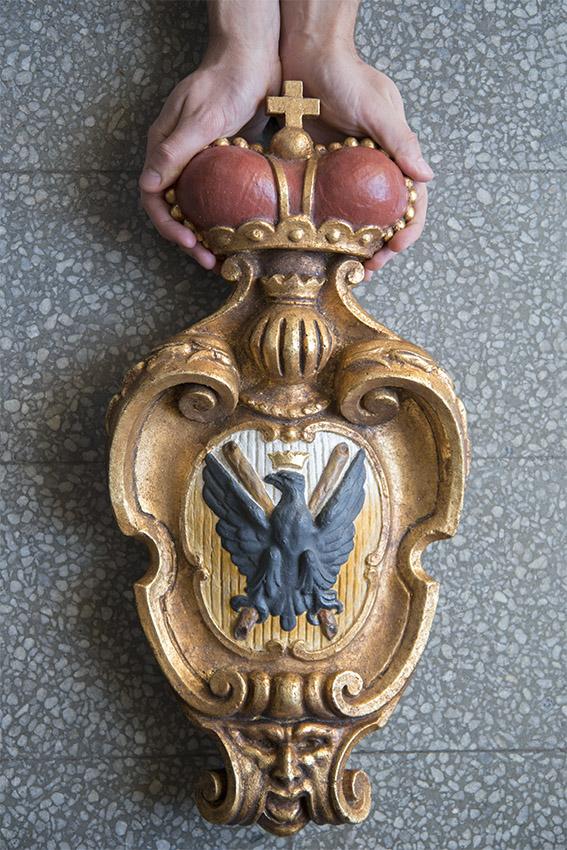 Armoiries des Doria : un aigle noir couronné sur un fond d'argent et d'or, Julien. Villa del Principe, Palais d'Andrea Doria, appartements privés, 2016