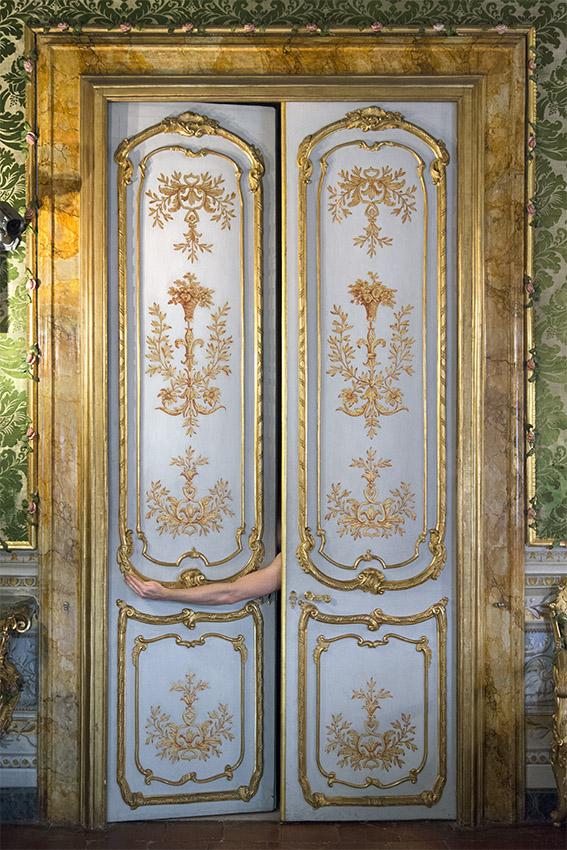 Portes du XVIIIe siècle, lambris et motifs dorés, Alexandre. Palais Doria Pamphilj, appartements privés, 2016