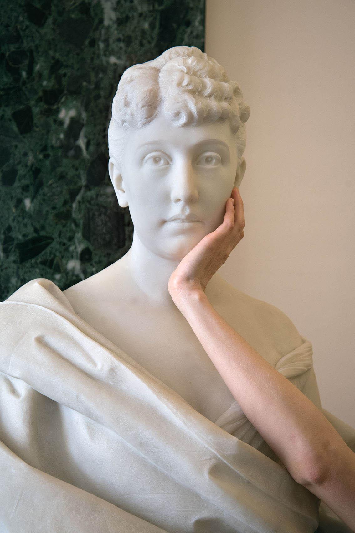 Alice Heine (1857-1925), épouse du Prince Albert Ier de Monaco, buste en marbre blanc par Fabio Stecchi (1855-1928), 1892, Carole. Palais Princier de Monaco. 2018