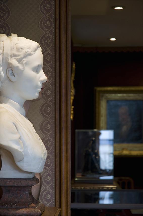 Buste de femme par Paul Dubois (marbre, XIXe siècle), Julien. 2012. Musée de la Vie romantique/Paris Musées-Musée de la Ville de Paris