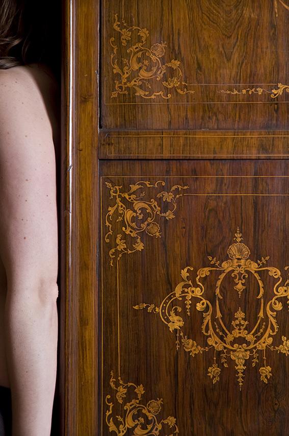 Secrétaire en marqueterie d'un salon XIXe siècle. Émeline. 2012. Musée de la Vie romantique/Paris Musées-Musée de la Ville de Paris