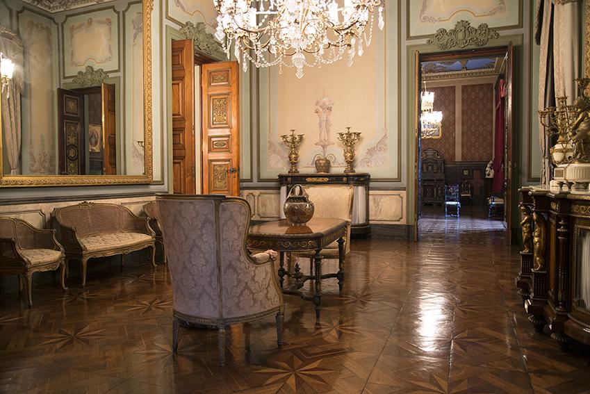 Salão Francês (Salão Azul), um sofá e duas cadeiras estilo Luís XV, Ada, duas grandes poltronas estilo Luís XVI. Museu da República/Ibram/MinC/2015